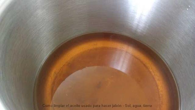 Impurezas del aceite. Como limpiar aceite usado para hacer jabón con agua y una patata
