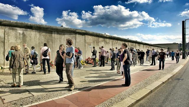 ベルリンの壁、ベルナウアー通り