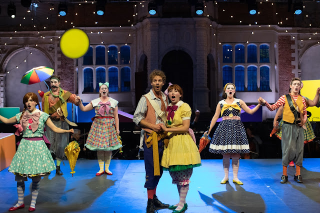 Gilbert & Sullivan: The Pirates of Penzance - Peter Kirk, Daisy Brown- Opera Holland Park, Charles Court Opera (Photo Ali Wright)