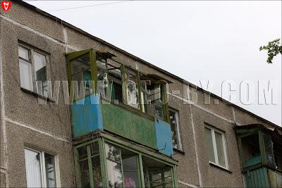 Минск. Ветер  13 июля поломал остекление балконов в хрущевке