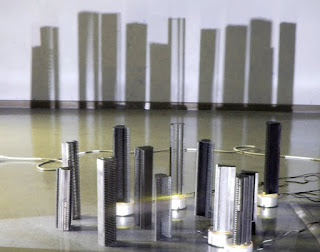 Drehende Städte - Eine Installation des Künstlers Max Sudhues