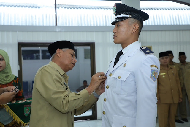 Wakil Bupati Asahan Surya saat melantik PNS yang dimutasi.