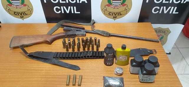 Polícia Civil localiza espingarda e artefatos para produção de munição em área rural de Sete Barras
