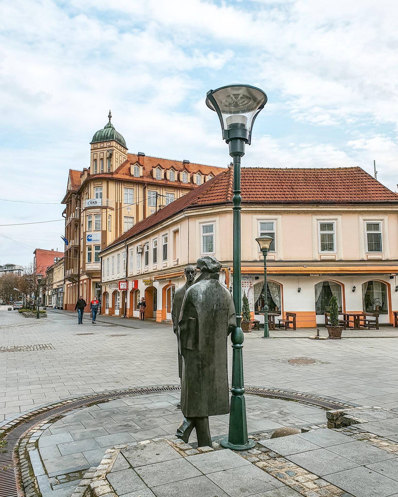 Skulpture Meše Selimovića i Ismeta Mujezinovića