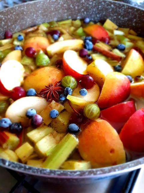 jak zrobić kompot,kompot z owoców,pyszny kompot na lato,napój gaszący pragnienie,napoje na latonapoje do grilla,orzeźwiające napoje na lato,drinki,najlepszy kompot ze świeżych owoców,