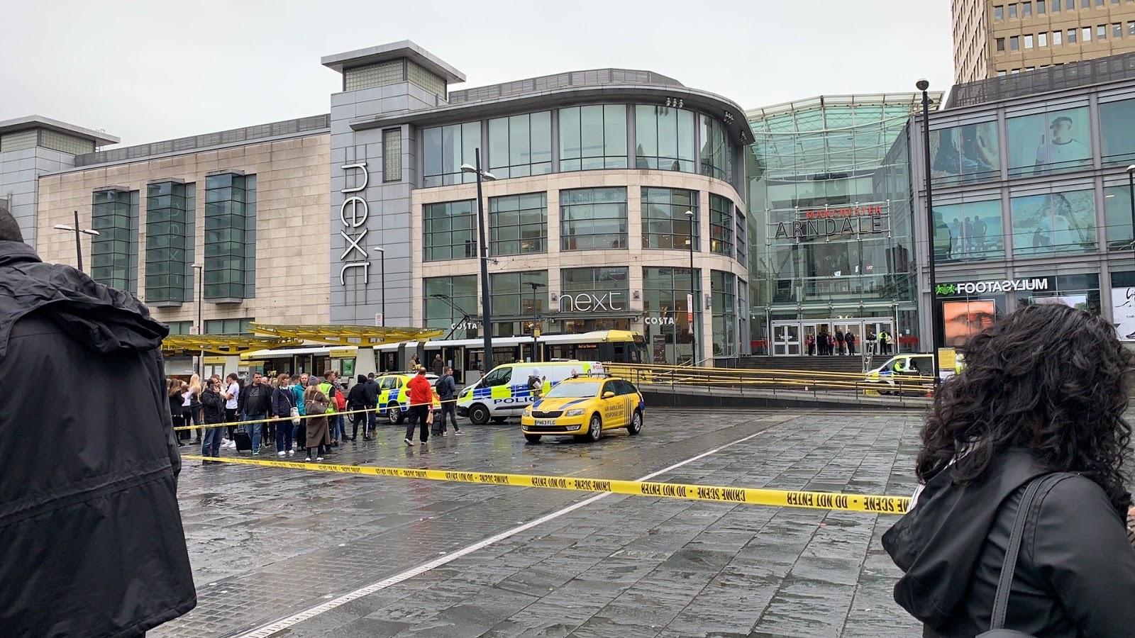 Evakuēts tirdzniecības centrs pēc vairāku cilvēku saduršanas
