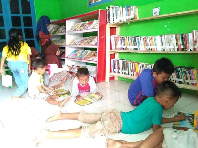 Pustaka Kencana untuk Indonesia: Kenalkan Literasi dari Sekolah hingga Tempat Prostitusi