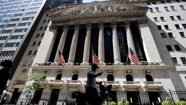 """El economista Peter Schiff advierte que la """"burbuja más grande de la historia"""" podría haber estallado y que lo peor está por venir"""