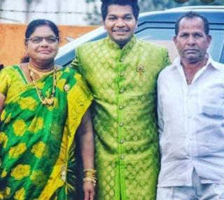 Jabardasth Avinash Family Wife Biography Parents children's Marriage Photos