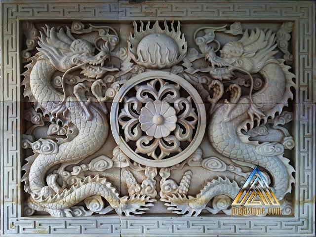 Relief batu alam paras jogja atau batu alam paras putih gambar sepasang naga