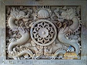 Relief sepasang naga
