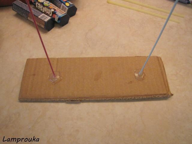 Κατασκευή για τούρτα βαρύτητας με χαρτόνι και καλαμάκια.