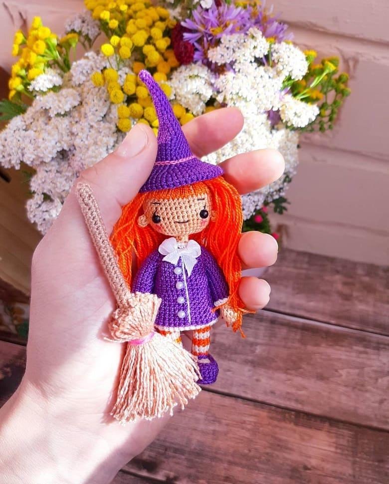 Маленькая кукла ведьмочка крючком