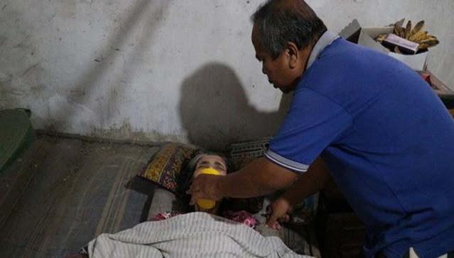 Tak Lagi Bekerja Demi Rawat Istri Tercinta, Koestomo Si Tukang Sepatu: Saya Akan Terus Merawatnya