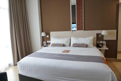 tempat tidur mewah di harper hotel