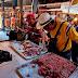 Venezuelanos compram carne estragada para poder consumir proteína