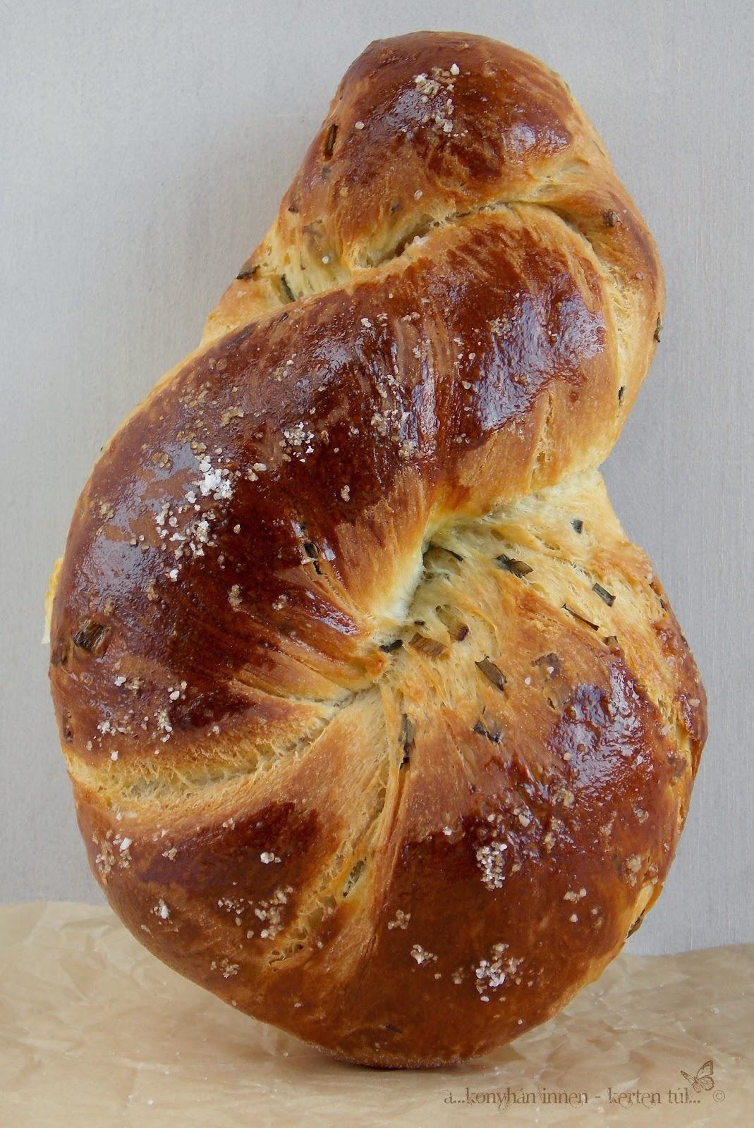 Hagymás csavart kenyér