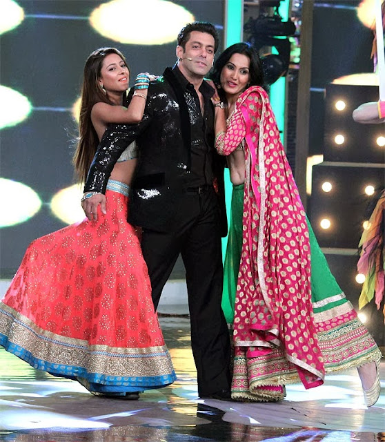 Pratyusha, Salman Khan and Kamya performing in Bigg Boss Season 7 finale