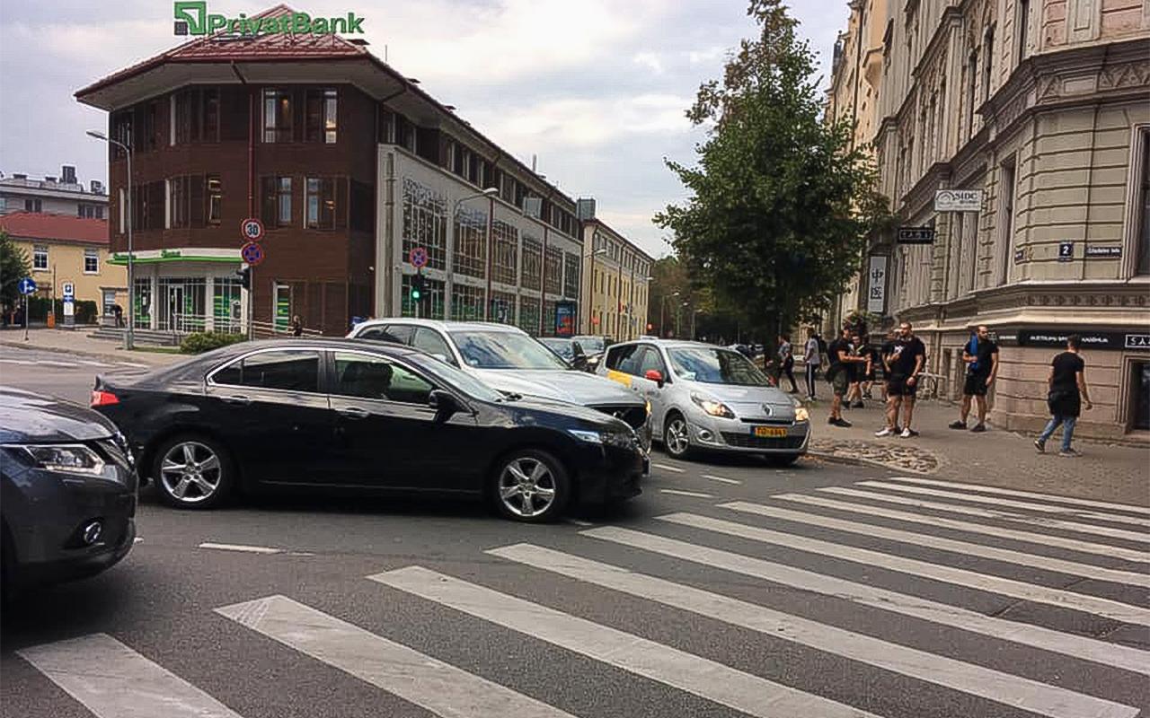 Divu auto avārija Citadeles ielā