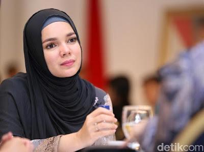 Permalink to Banyak yg Gak Sadar, Thn Ini 2 'Mantan Suami' Dewi Sandra Meninggal Dunia!