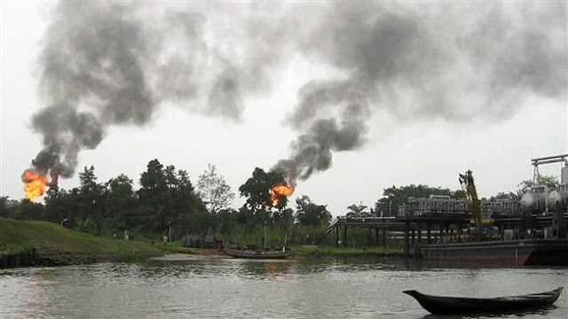 Militants of the Niger Delta Avengers (NDA) in Nigeria declare end to truce by pipeline blast