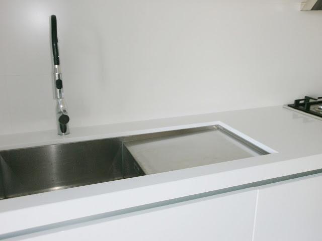 Fregaderos bajo encimera c modos y elegantes cocinas - Cocina encimera teka 4 platos ...