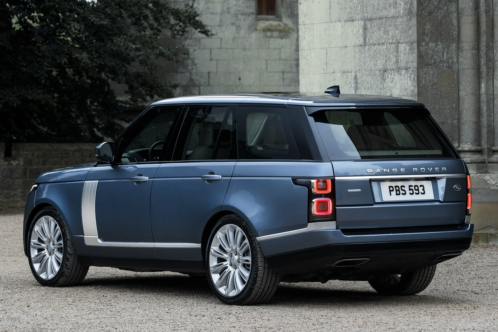 2018 range rover facelift unveiled with new plug in hybrid. Black Bedroom Furniture Sets. Home Design Ideas