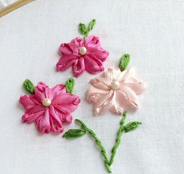 Thêu mũi Lazy daisy bằng dây ruy băng - Hình 1