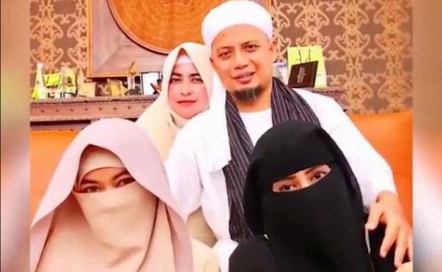 Keanehan Kelompok Liberal dan Ahoker, Membully Poligami Arifin Ilham