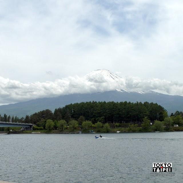 【河口湖遊覽船Ensoleille號】乘船看山水一色美景 在湖中仰望富士山