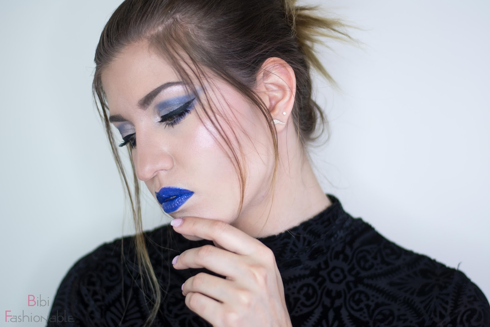 NYX Look Shades of Blue Profil Blick nach unten