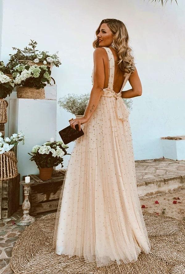 vestido de festa longo com pérolas bordadas
