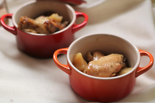 Ales de pollastre de corral rostides al vermut