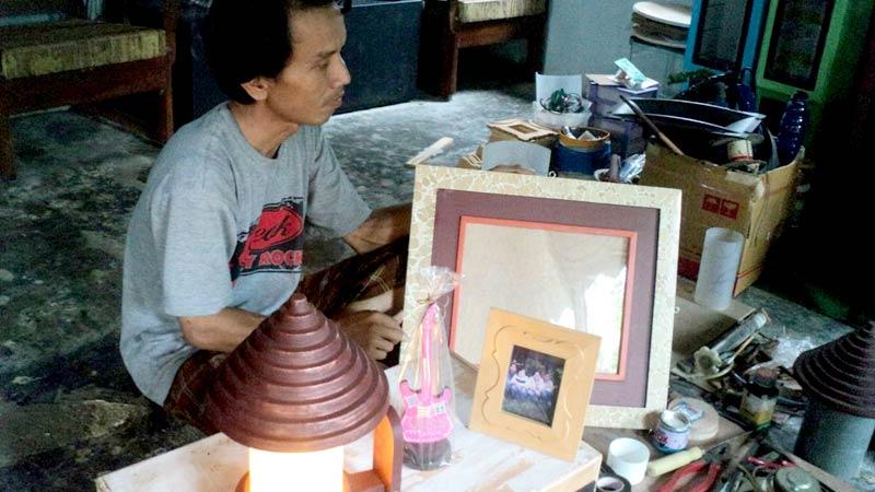 Pengrajin Sempor Kebumen Berbahan Limbah Rumah Tangga