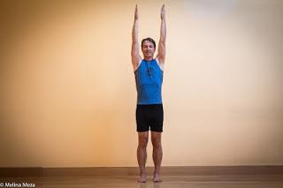 Bài tập yoga tăng cường sức khoẻ Urdhva Hastansana ( Tư thế mặt trăng