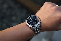 """<img src=""""watch.png"""" alt=""""balck water proof wrist watch """">"""