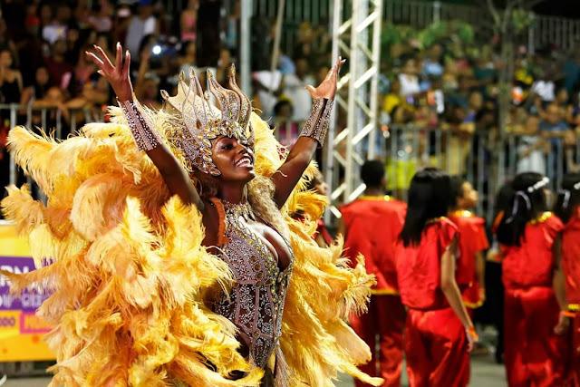 Mari Lopes é Raio de Sol em 2020 na passarela do samba em BH