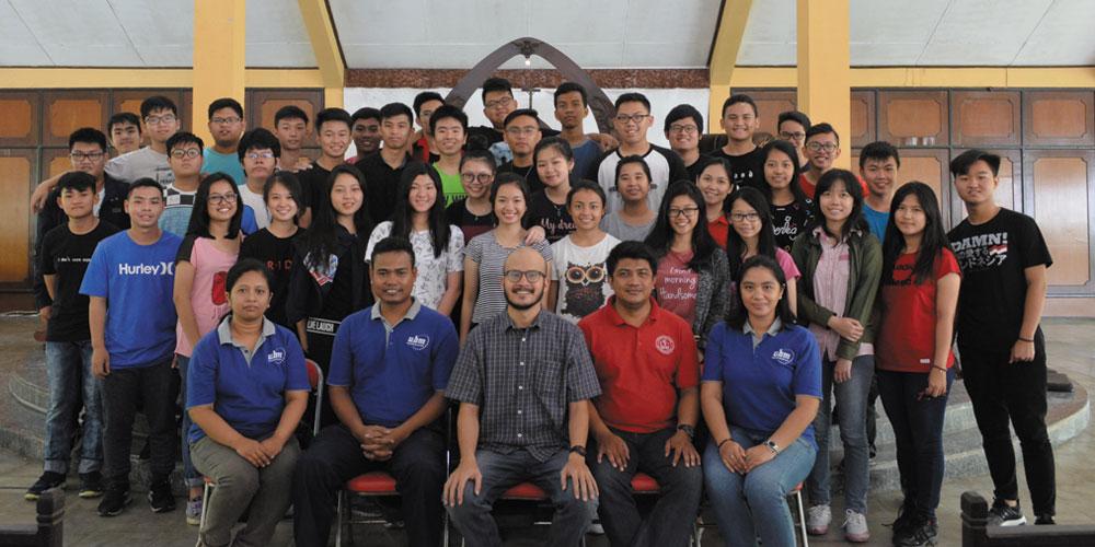 Ajarkan Berbagi ke Sesama, SMA Kalam Kudus Adakan Live In