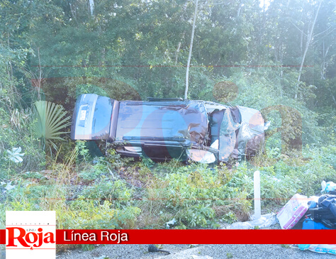 Se accidentan una familia en la carretera Playa del Carmen-El Tintal
