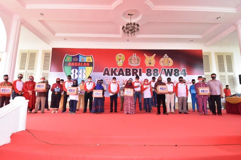 Kapolda Kepri Hadiri Baksos Donor Darah dan Pembagian Sembako Oleh Alumni Akabri 88/w84