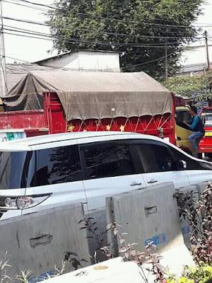 aksi maling bajing luncat di wilayah cilincing cakung yang meresahkan supir truk.