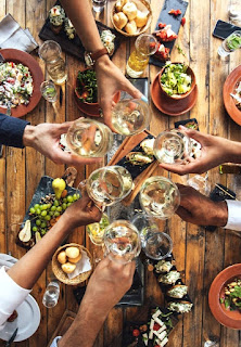 Tips To Prepare for Your First Dinner Party