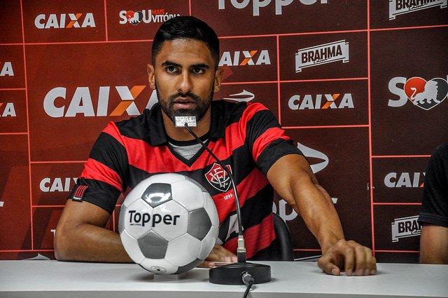 Na mira do Corinthians e São Paulo, Santiago Tréllez comunica ao Vitória desejo de ser negociado 1