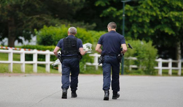 IS Claims Attack on French Police Couple