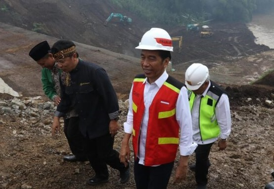 Kontroversi Kebijakan Jokowi Soal Limbah Batu Bara: Pengusaha Untung, Rakyat Dapat Apa?