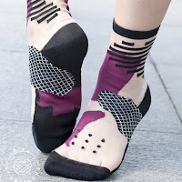 https://vivafrida.ch/collections/chaussettes/products/tokio-prune