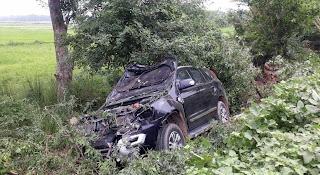 नीलगाय के कारण गड्ढे में गिरी कार  | #NayaSaberaNetwork