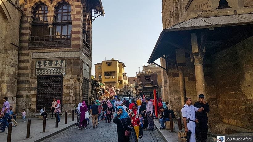 Ruas do Bazar Khan-el-Khalili no Cairo Velho - Egito