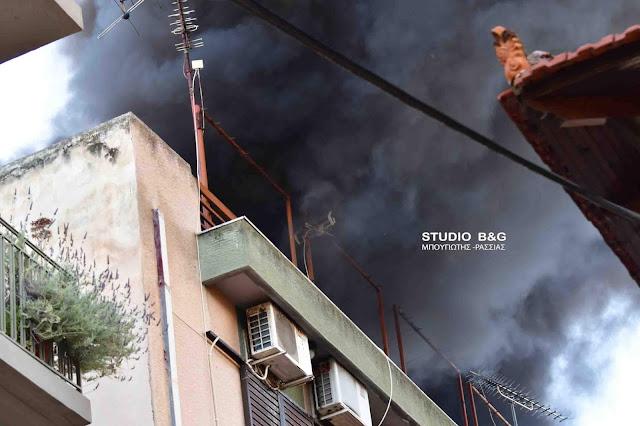 Αναστάτωση στο Ναύπλιο από πυρκαγιά σε πολυκατοικία (βίντεο)