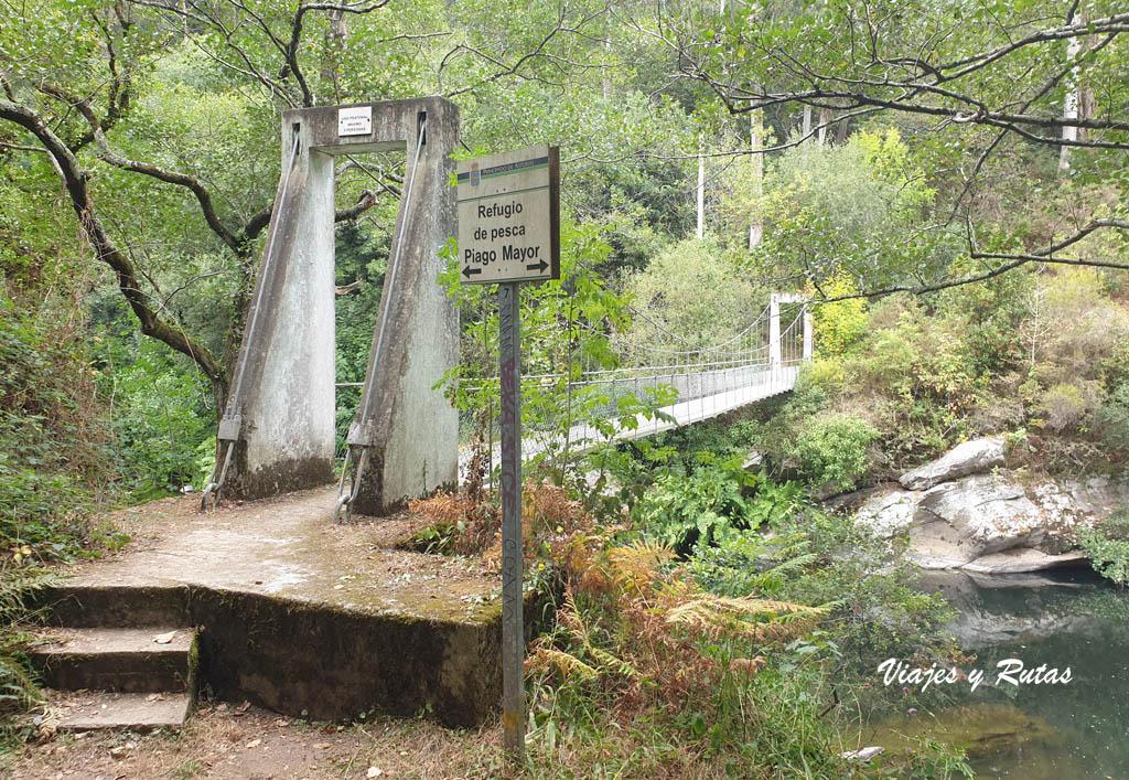 Puente colgante sobre el río Eo